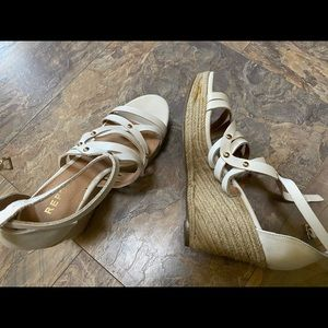 Really cute Summer wedges